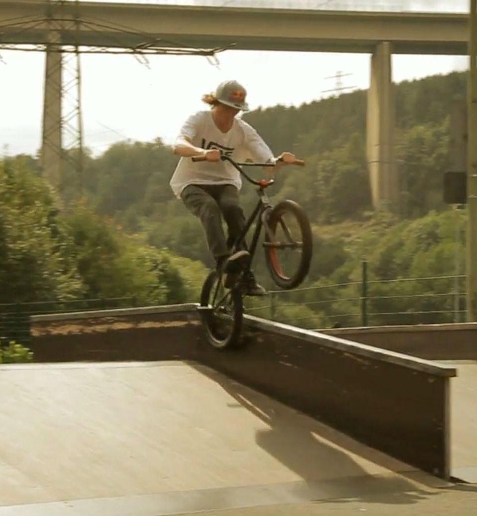 Excelente video de bicicletas BMX - RedBull Bruno Hoffmann