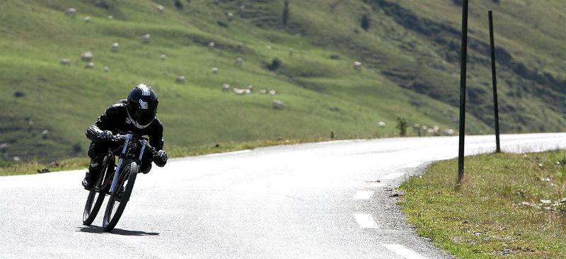 Revista de bicicleta de gravedad - Yasujiro Speedbike