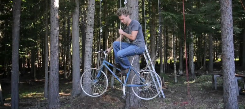 Bicimáquinas - Bicicleta ascensor elevador - Ethan Schlussler - Casa del árbol