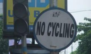 Bicicletas en Calcuta  India - Prohibición Penosa