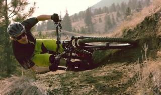 Matt Hunter al extremo con su bicicleta Specialized 29