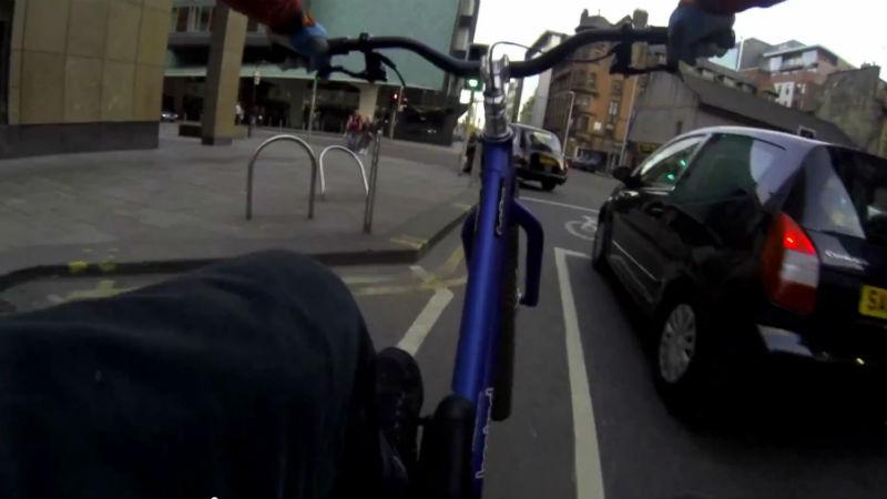 video de bicicletas BMX Danny MacAskill da un paseo en bicicleta