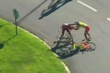 Ciclistas pelean en la volta a Portugal