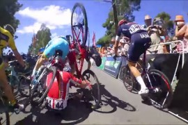 Mira la caida en el Tour Down Under en Australa Jeremy Roy