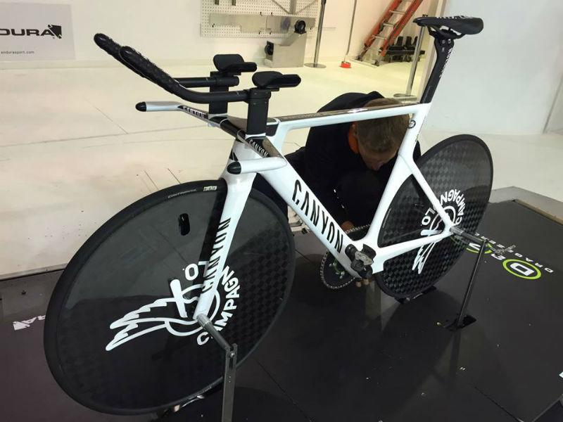 Alex Dowsett Movistar Team se prepara para ser el ciclista mas rapido del mundo