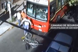 Atropellan a ciclista en Argentina y lo golpean para darse a la fuga