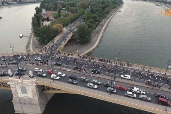 Miles de bicicletas por Budapest en encuentro cicloactivista