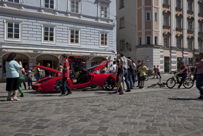 Fahrradi - Una bicicleta rutera con alma veloz - Revista de bicicletas en la calle con curiosos