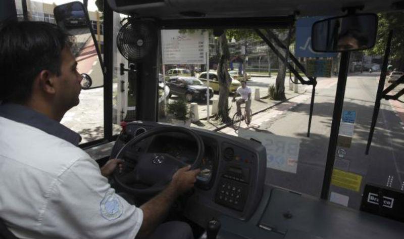 Rio Capital da Bicicleta - Bicicletas en Brasil - Conductor de ómnibus respeta ciclistas en Rio de Janeiro