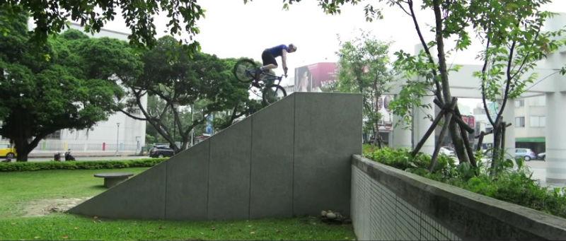 Video de bicicletas BMX con Danny MacAskill Lezyne