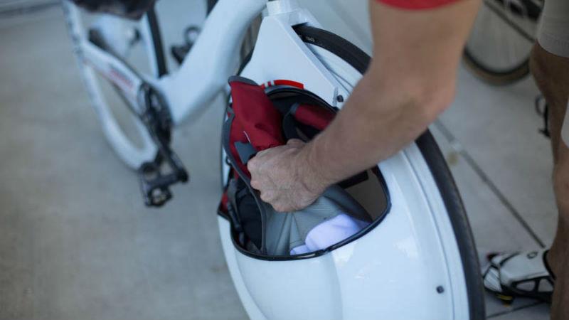 Transport - Bicicleta con portaobjetos en su rueda delantera innovadora
