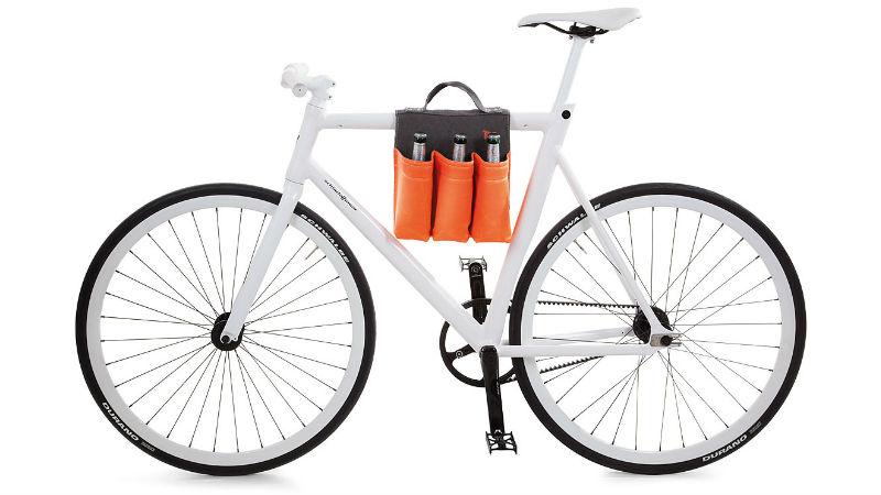 Accesorio para bicicletas para transportar botellas