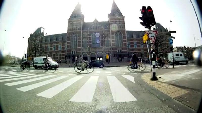 Damos un paseo en bicicleta por Amsterdam como es pedalear aqui