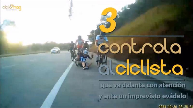 Controla al ciclista que va delante en un accidente de bicicletas