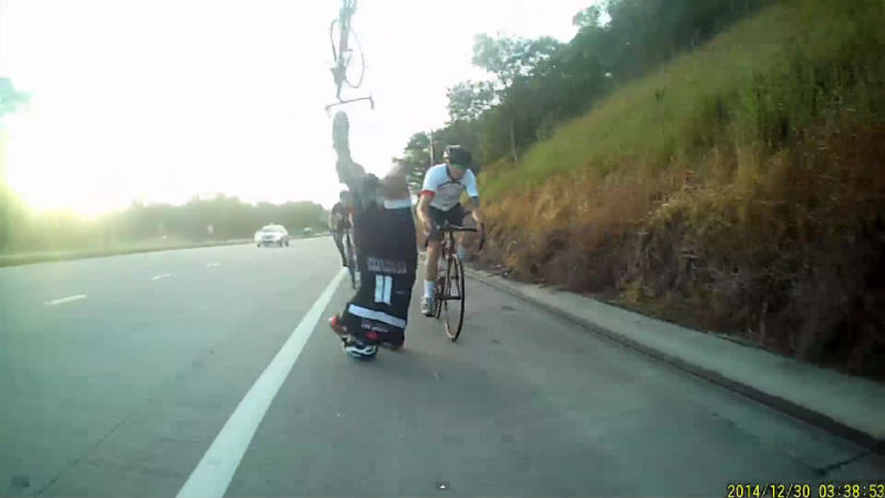 El casco para bicicletas fue el heroe en este accidente