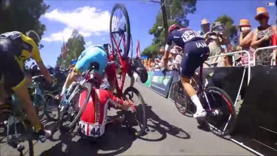 Mira la caida en el Tour Down Under en Australa Jeremy Roy