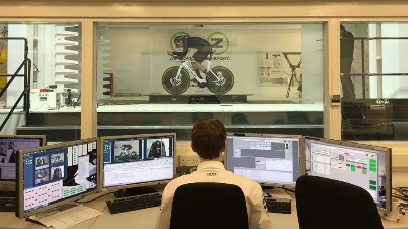Alex Dowsett del Movistar Team se prepara para ser el ciclista mas rapido del mundo