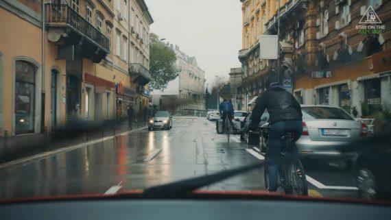 Peligros de la bicicleta en la ciudad elige quedarte del lado seguro